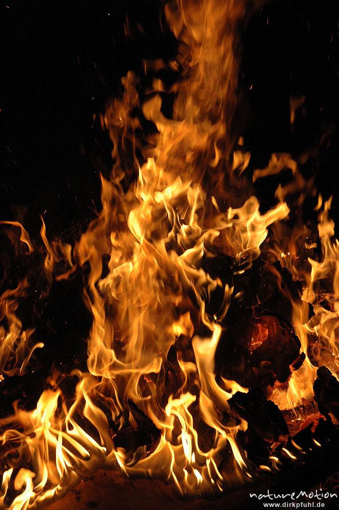 flammen osterfeuer im garten von renate karwehl hamburg deutschland naturemotion. Black Bedroom Furniture Sets. Home Design Ideas