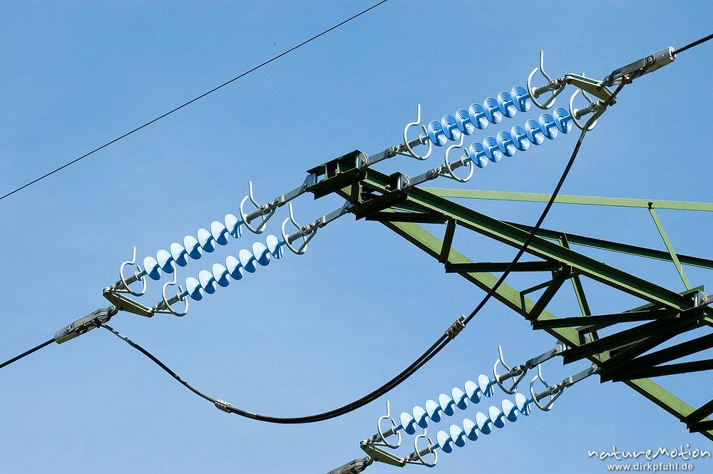 Hochspannungsleitung mit Isolatoren, Witzenhausen, Deutschland ...