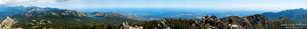 Bergpanorama vom Gipel des Punta di a Vacca Morta: Bavella-Massiv, Stausee von l'Ospedale und Golf v, Korsika, Frankreich
