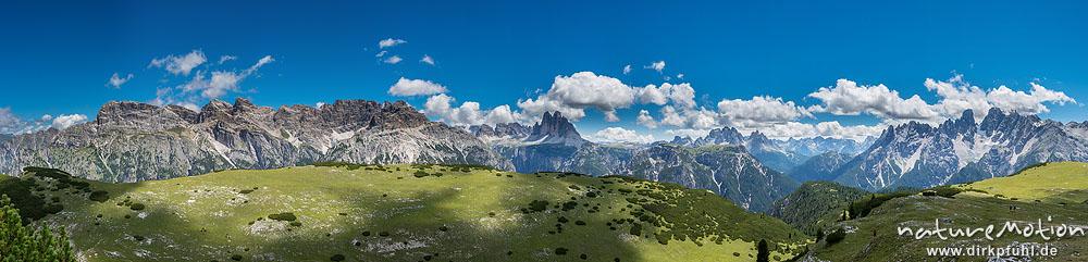 Drei Zinnen und umliegende Gipfel, Blick von den Strudelköpfen, Dolomiten, Italien