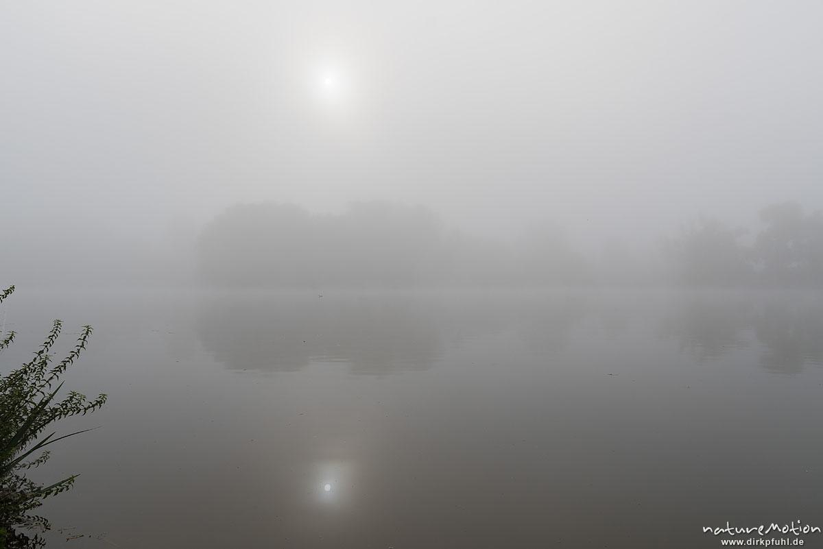 Morgennebel über dem Kiessee, Sonnenaufgang, Göttingen, Deutschland