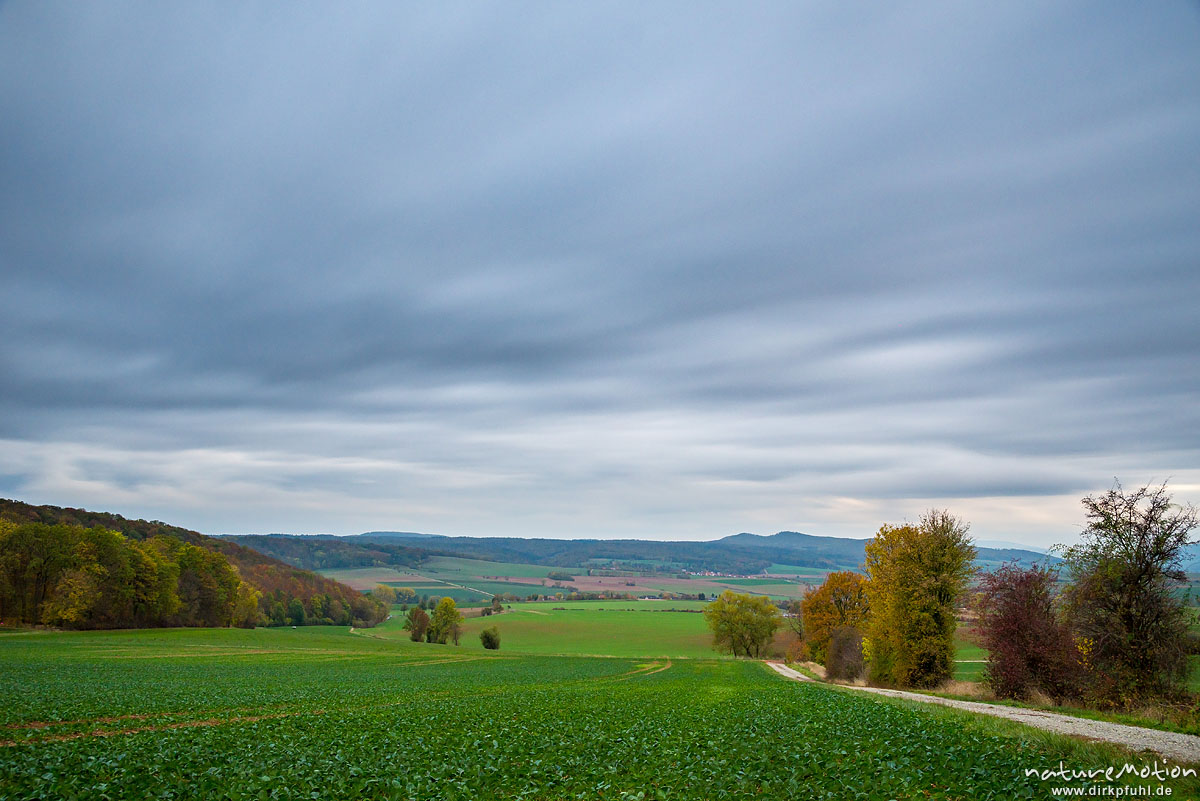 Ackerflächen im Herbst, ziehende Wolken, lange Belichtungszeit, Westerberg, Göttingen, Deutschland
