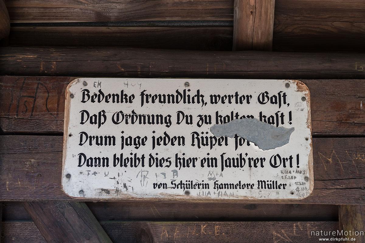 Gedicht als Aufforderung den Rastplatz sauber zu halten, Schutzhütte am Ravensberg, Bad Sachsa, Deutschland