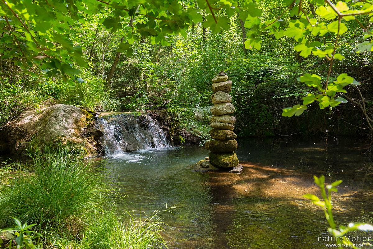 Bachlauf, Steinmännchen, Tal des Aigue Brun, Bonnieux - Provence, Frankreich