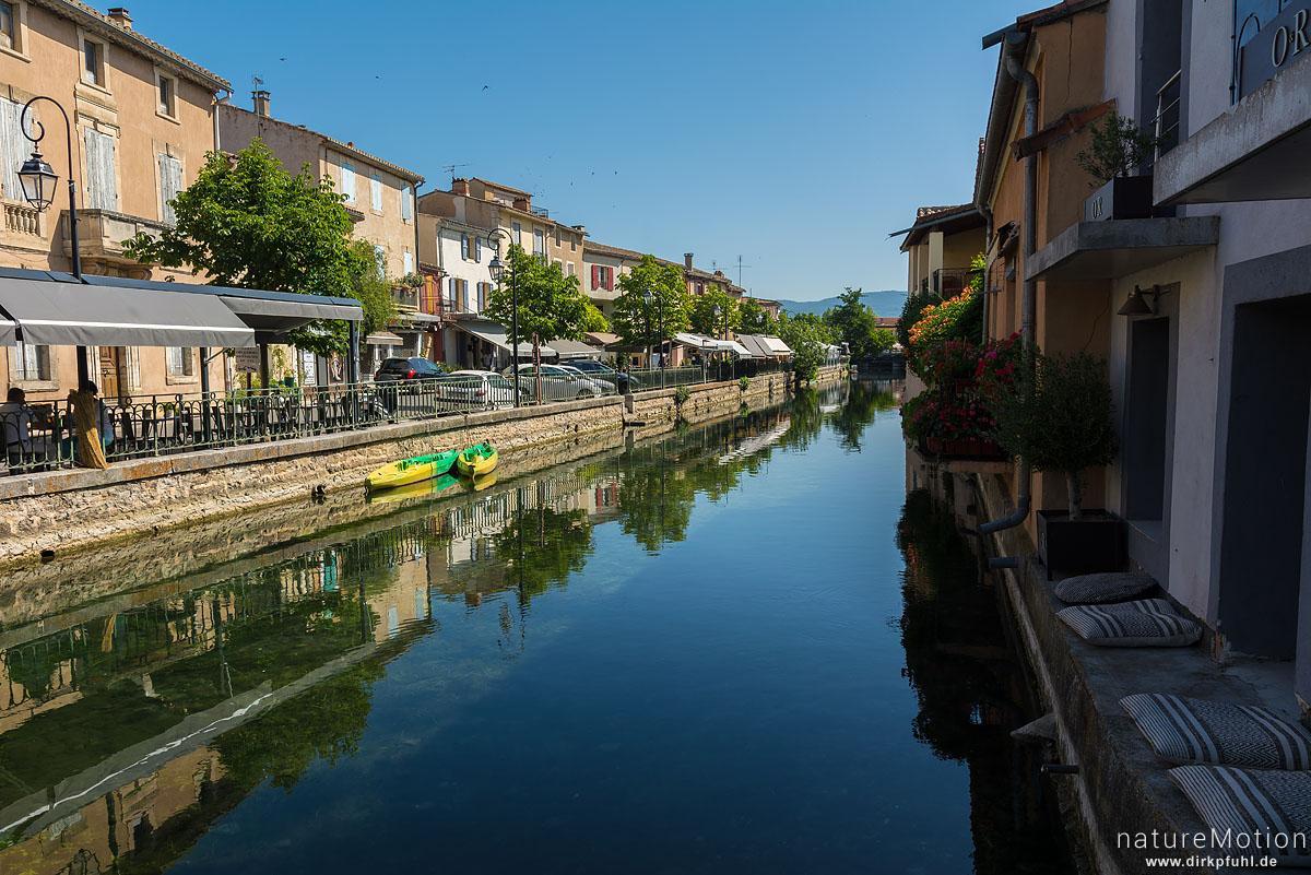 Wasserlauf der Sorgue inmitten der Stadt, L'Isle-sur-la-Sorgue - Provence, Frankreich