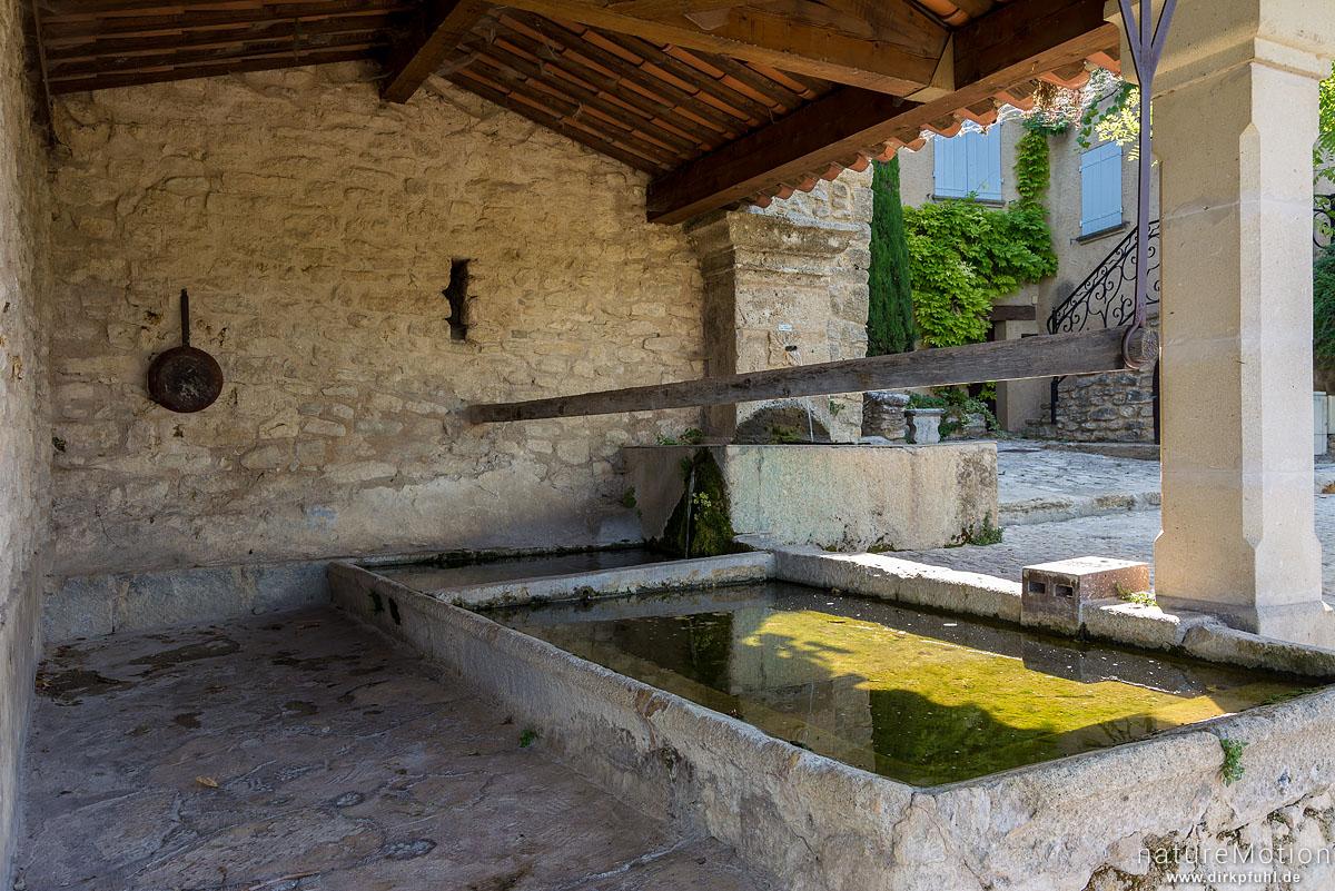 alter gemeinschaftlicher Waschplatz, Saignon - Provence, Frankreich