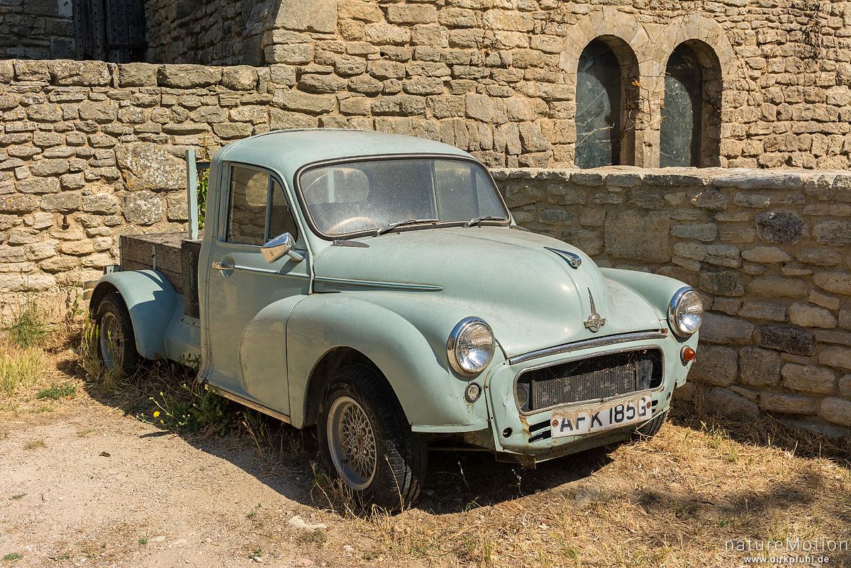 Morris Oldtimer, alte englische Automarke, Saignon - Provence, Frankreich