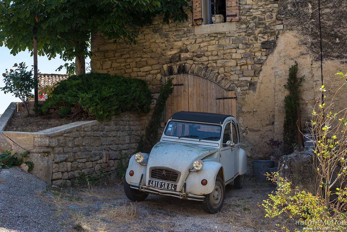 """""""Ente"""" Citroen 2CV Oldtimer, Saignon - Provence, Frankreich"""