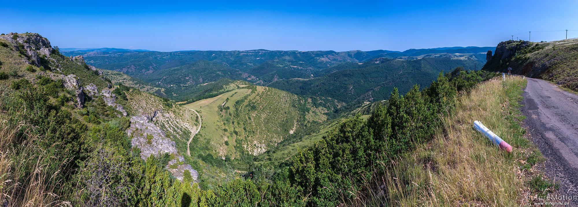 Blick von der Cuasses Mejean auf das Tal des Tarnon bei Vebron, Florac, Frankreich