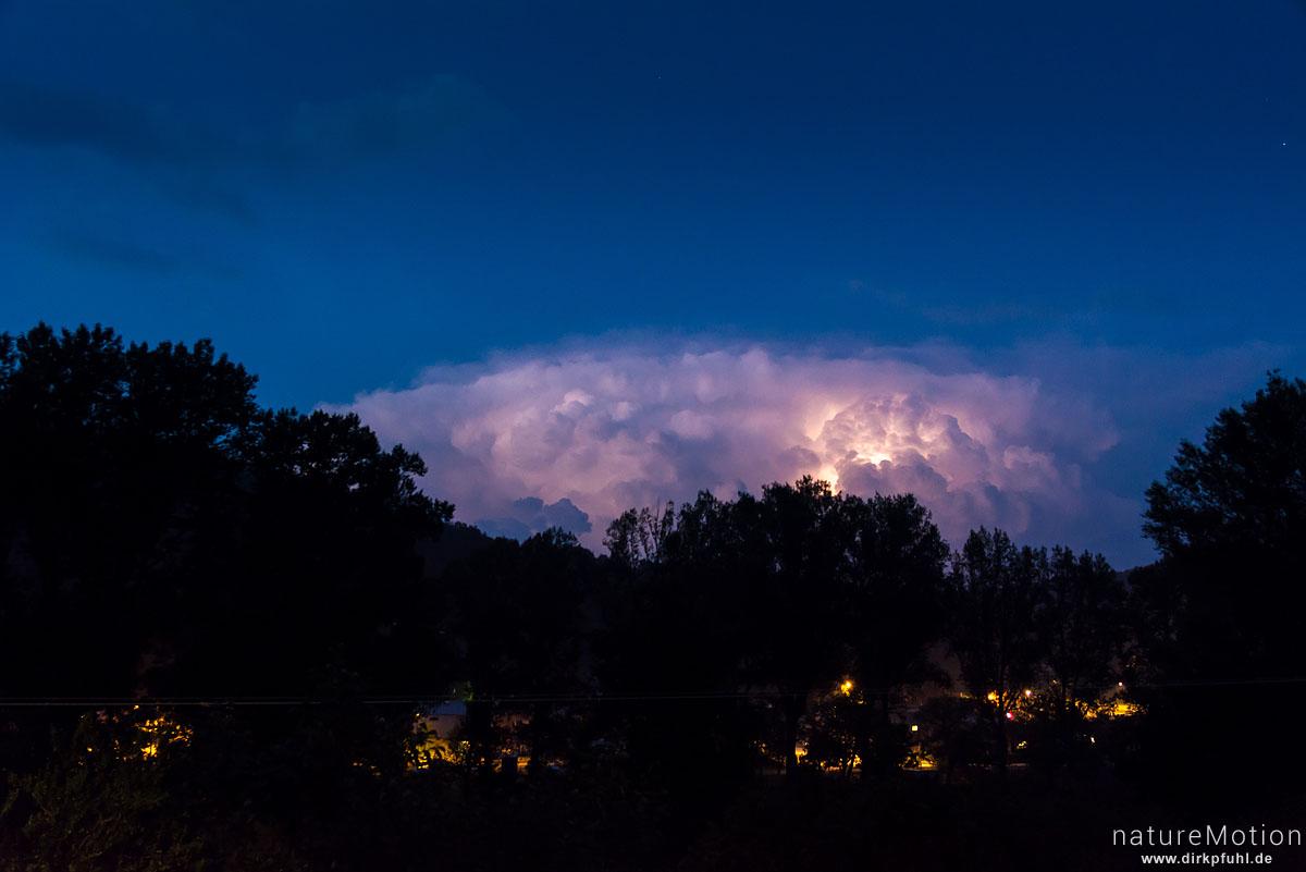Gewitterwolke mit Blitz, Florac, Frankreich