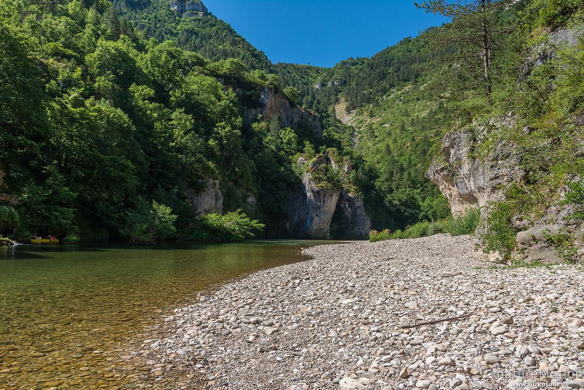 Flusslauf und Kiesbank, Gorges du Tarn, La Malene, Frankreich
