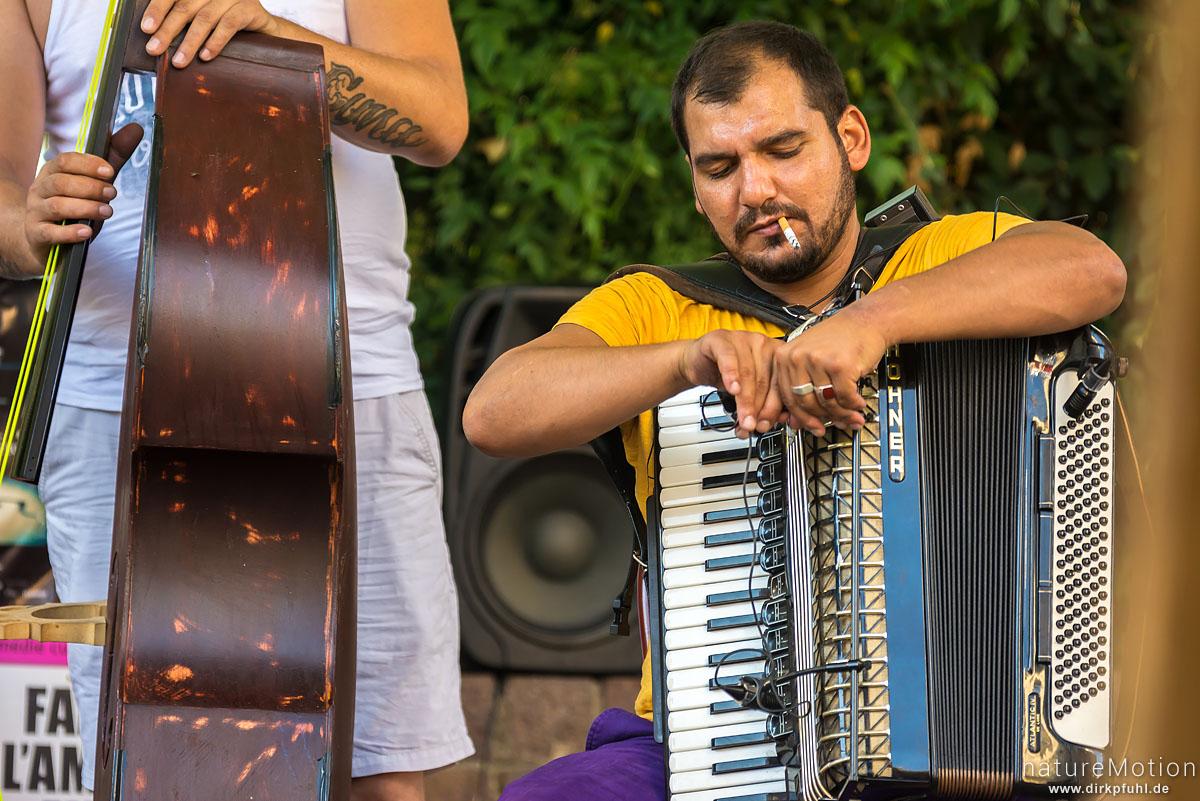 Strassenmusiker einer Balkanbeat-Band, Strassenszenen, Festival Avignon, Avignon, Frankreich
