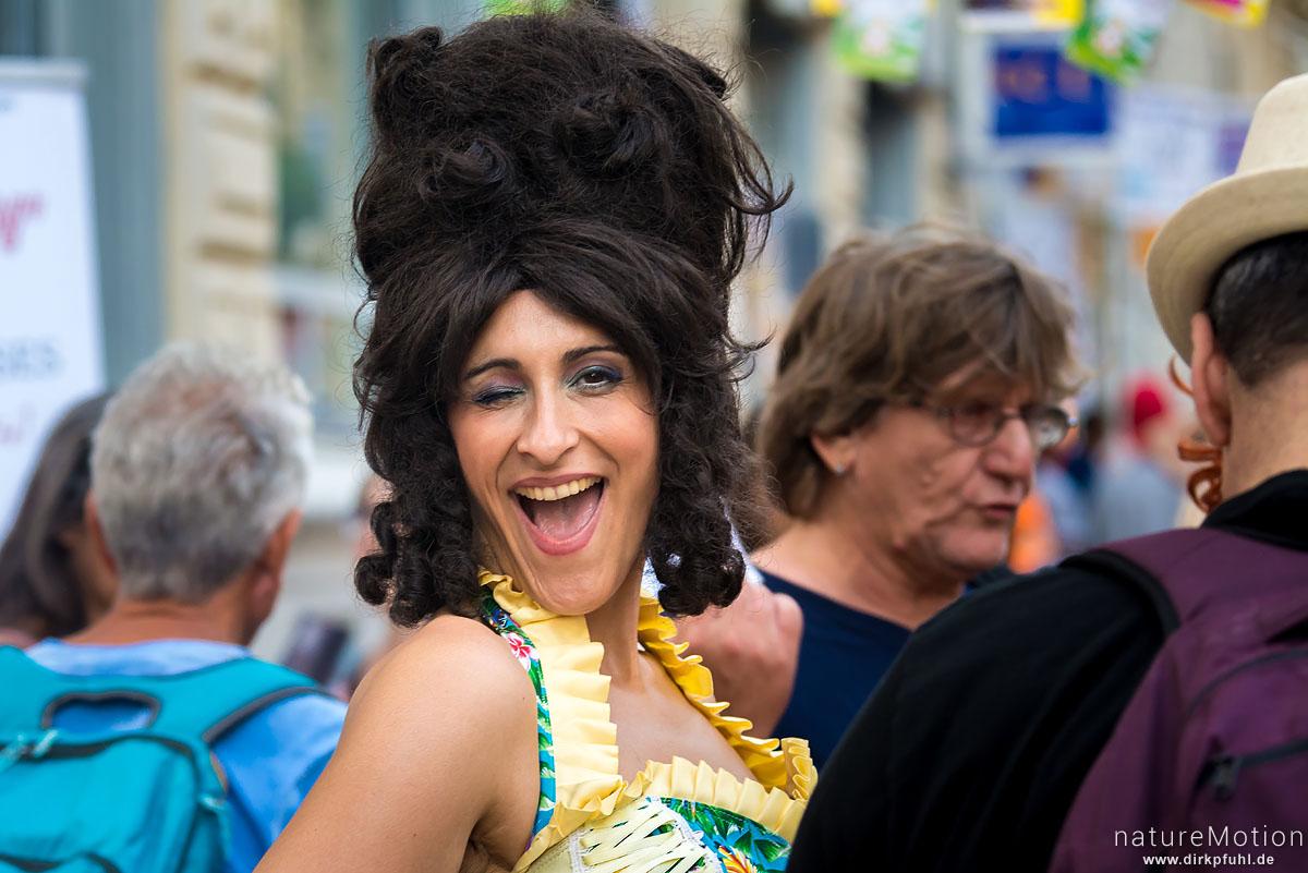kostümierte Schauspieler verteilen Werbeflyer, Strassenszenen, Festival Avignon, Avignon, Frankreich