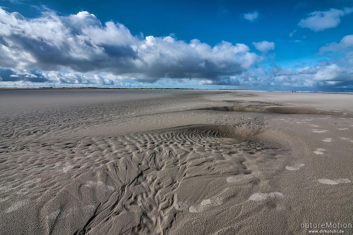 Priel mit Sandmustern, Wolken, Spiekeroog, Deutschland