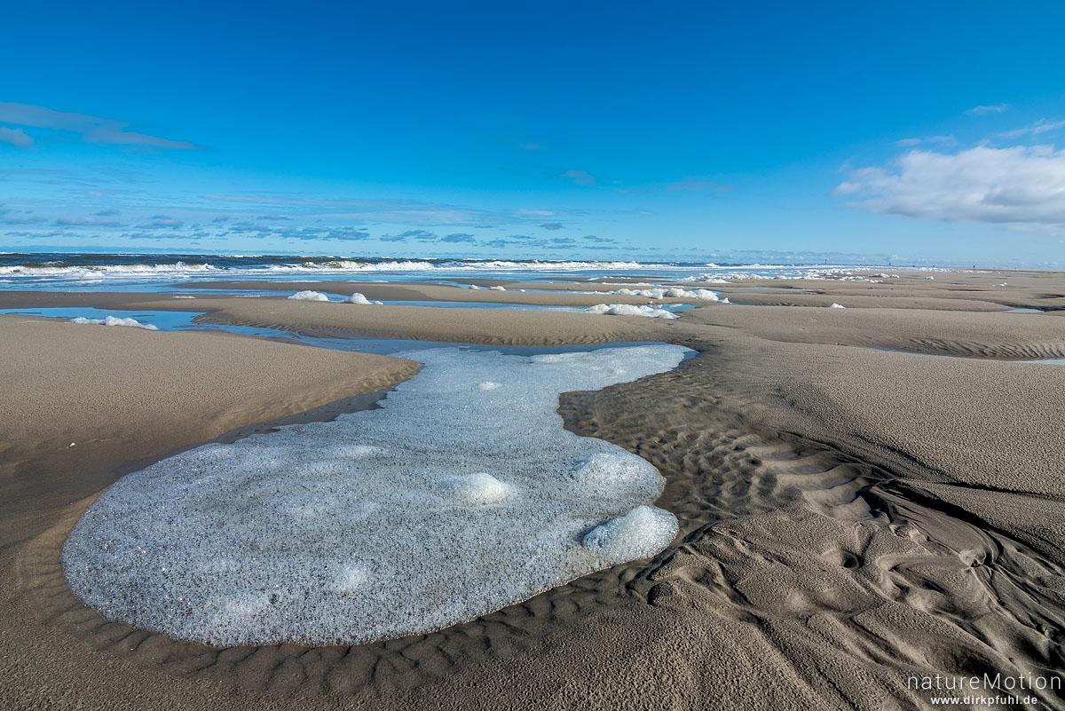 Priel mit Sandmustern, Meerschaum, Wolken, Spiekeroog, Deutschland