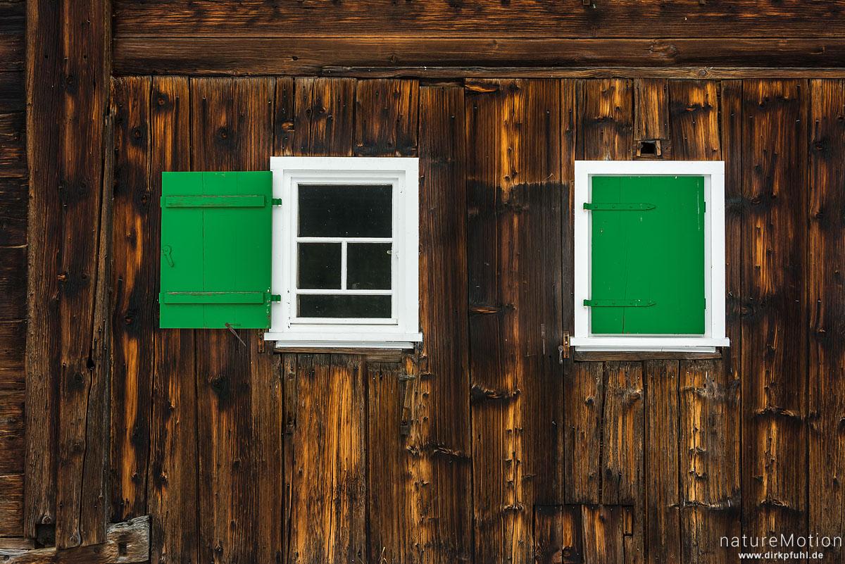 Fenster in Holzfassade, Hirschegg - Kleinwalsertal, Österreich