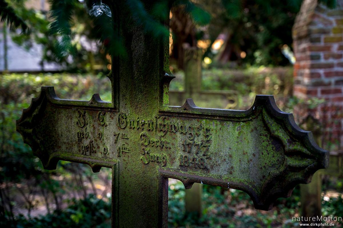 alte Grabsteine und Grabkreuze, Kirche Morgenitz, Morgenitz - Usedom, Deutschland