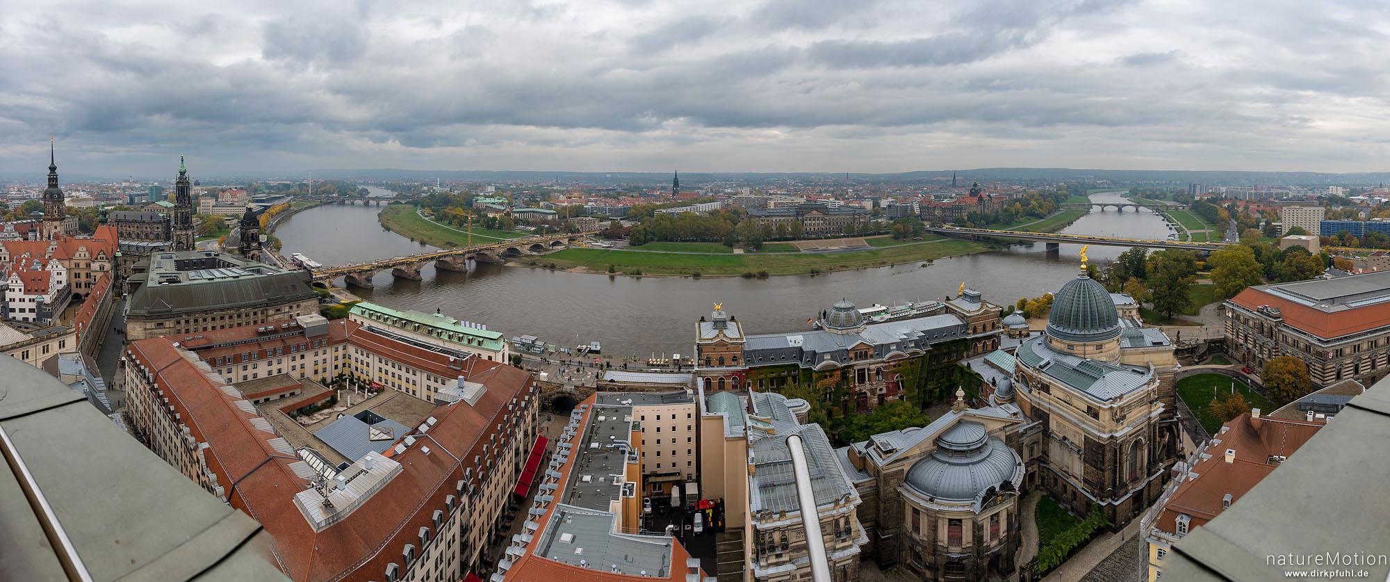 Blick über die Elbe, Elbufer und Innenstadt, Kuppel der Frauenkirche, Dresden, Deutschland