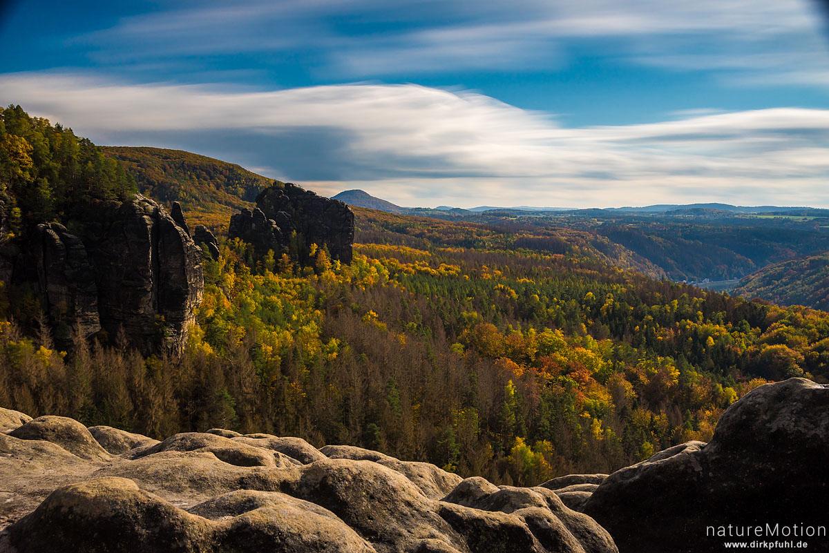 Aussicht über das Elbtal, Gratweg Schrammsteine, Herbstwald, Bad Schandau, Deutschland
