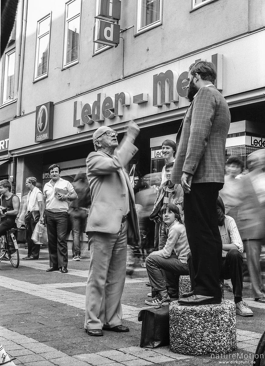 Mann weist einen Prediger zurecht, Fußgängerzone, Göttinger Innenstadt, Göttingen, Deutschland
