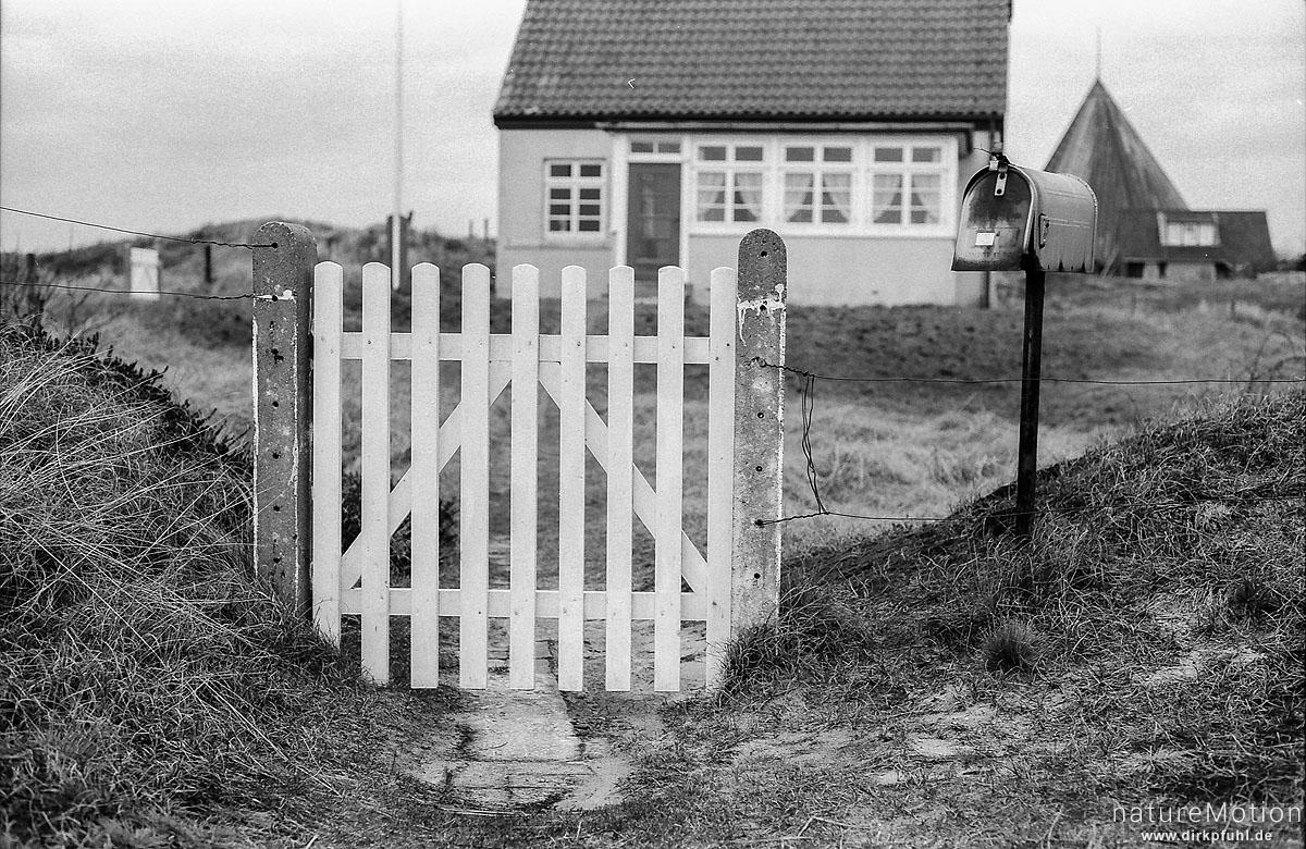 Tor mit Briefkasten, Spiekeroog, Deutschland