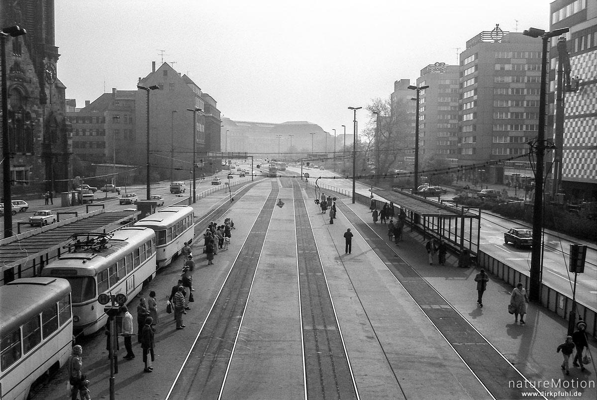 Strassenbahntrasse und Haltestelle, Leipzig, Deutschland